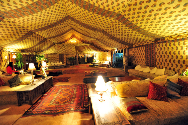 Modern version 16th century Bedouin glamping tent. Source: www.bedouintents.co.uk