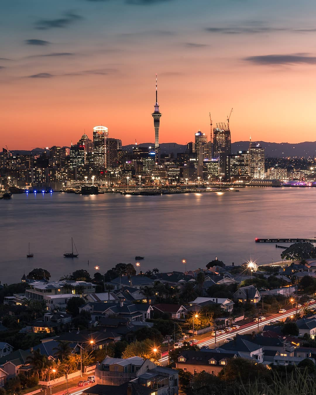 twilight picture of Auckland city