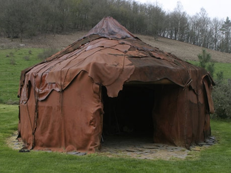 Homo Sapiens Sapiens may have lived in tents like this one. Source: http://www.paleo-camera.com/images/mmt4.jpg
